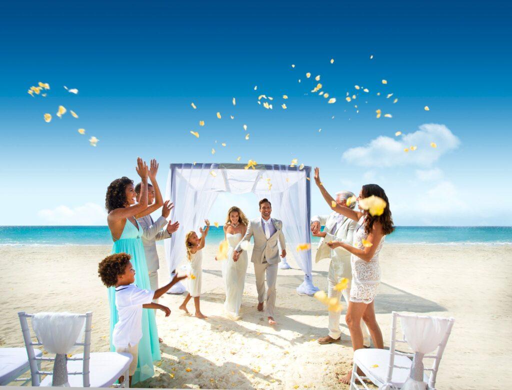 2 Crystal White Wedding666 1 1024x780